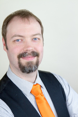 professional headshots for copywriter jeff coughenour of rebel 42, taken in monticello, mn by laine torres